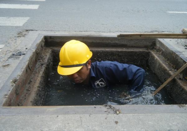 Thông tắc cống vệ sinh
